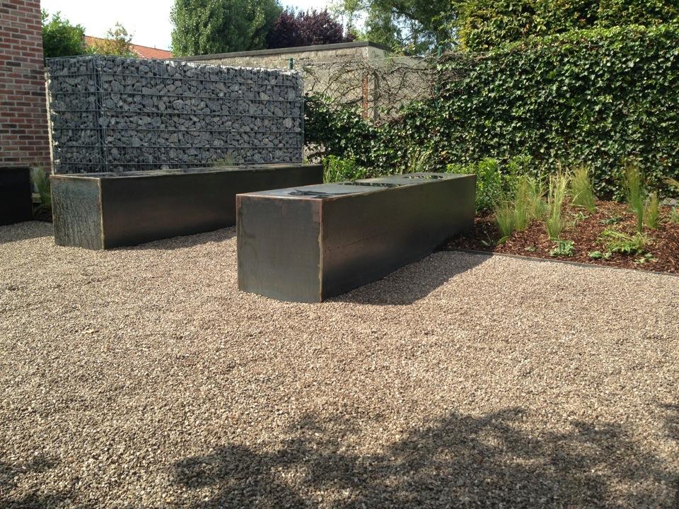 De tuinman ontwerpt en legt moderne tuinen aan - Maak een eigentijdse tuin aan ...