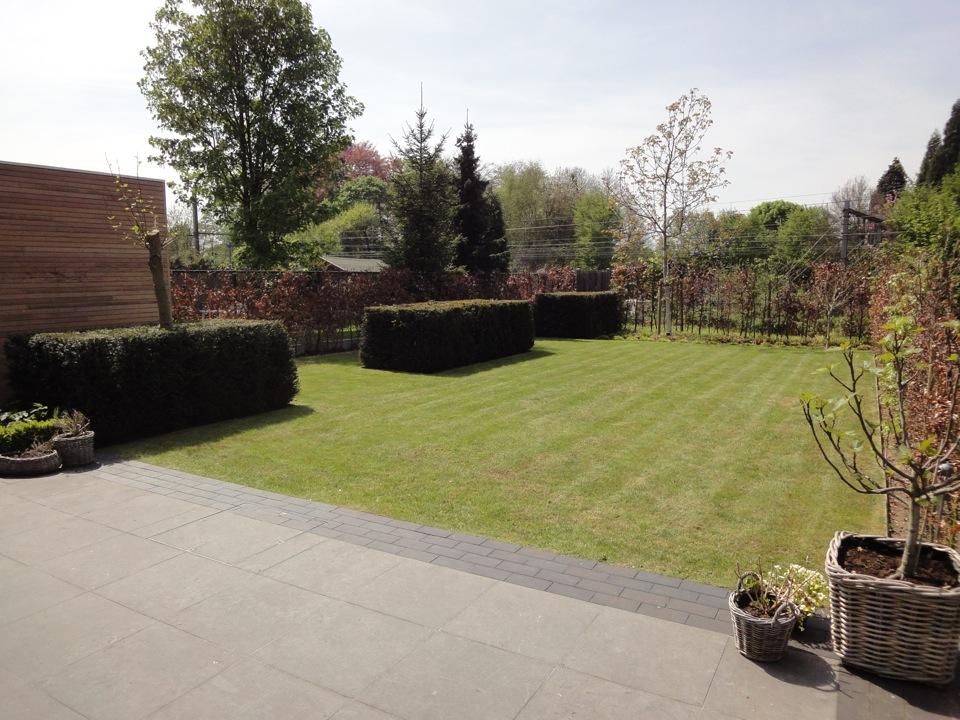 De tuinman legt moderne tuinen aan - Moderne tuinfoto ...