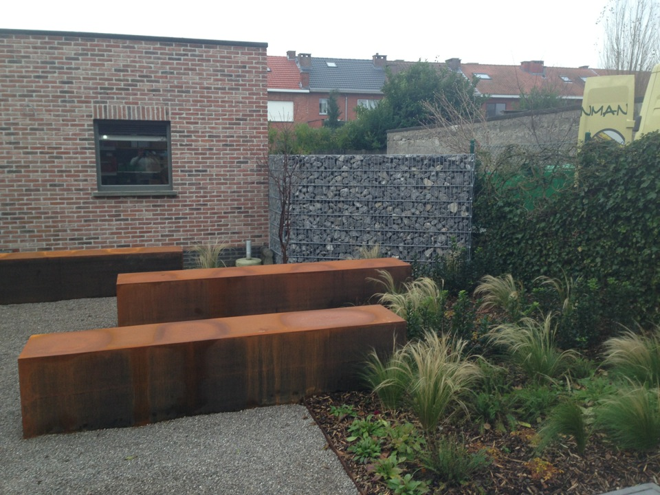 De tuinman ontwerpt en legt moderne tuinen aan for Tuinaanleg modern